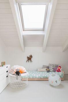 chambre-enfant-sous-les-toits-blanche
