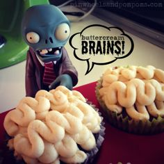 Buttercream brain cupcakes. Plants vs Zombies kids party Zombie Birthday Parties, Zombie Party, 7th Birthday, Halloween Party, Birthday Ideas, Plantas Versus Zombies, P Vs Z, Brain Cupcakes, Zombie Kid