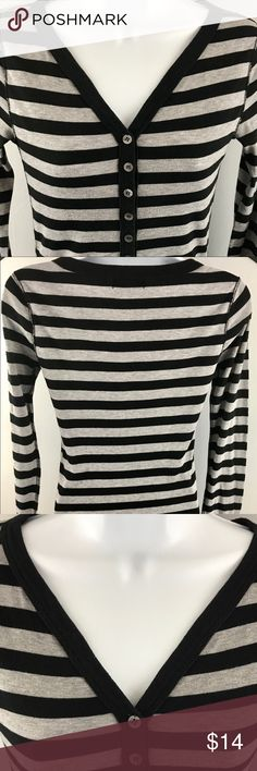 """Women's pre owned Michael Stars Long Sleeve Shirt Women's pre Owned Michael Stars long sleeve one size fits most. Gray And and black striped.  Length 27.5"""". Sleeve 24"""". Chest 16"""".  Made in USA.  In great condition no stains or tears. Michael Stars Tops Tees - Long Sleeve"""