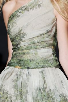 Alberta Ferretti at Milan Fashion Week Spring 2011 - Details Runway Photos Dresses 2013, Formal Dresses, Wedding Dresses, Grad Dresses, Elegant Dresses, Couture Fashion, Runway Fashion, Milan Fashion, Women's Fashion