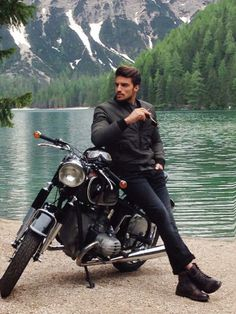 Find images and videos about mariano di vaio on We Heart It - the app to get lost in what you love. Mens Photoshoot Poses, Photoshoot Pose Boy, Best Poses For Men, Good Poses, Motorcycle Photography, Photography Poses For Men, Car Poses, Male Models Poses, Beautiful Men Faces