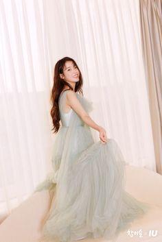 Iu Fashion, Fashion Models, Korean Princess, Brand Magazine, Lavender Aesthetic, Korean Girl Photo, Rose Icon, Celebs, Celebrities