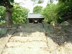 Sakata hachimangū(佐方八幡宮) shinto shrine in Hatsukaichi(廿日市) city,Hiroshima Prefecture Part 1. This shrine is in woods. Go up the stone stairs, nice view in the stillness. This is old Japanese scenery. This shrine reminds me of the good old days. http://japan-temple-shrine.blogspot.jp/2014/01/this-shrine-reminds-me-of-good-old.html
