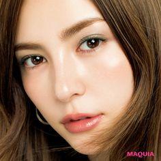 「MAQUIA」10月号では人気アーティスト千吉良恵子さんが、新色ブラウンパレットを主役に今シーズントライすべき秋メイクを提案。今回はRMKのウォーターリーアイシャドウを使った簡単アイメイクをお届けします。絶妙な透け感・多彩な表情単色ブラウンカラー...