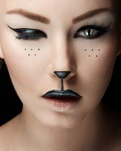 Simple Halloween makeup ideas DIY halloween make up cat woman contact lenses