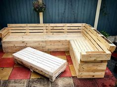 Big-Pallet-Corner-Sofa-with-Table