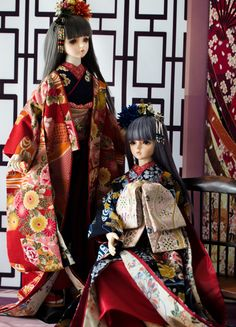 Ball jointed dolls dressed in furisode kimono