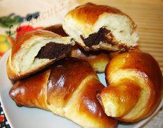 Recipe: Croissants with butter Croissant Recipe, Jam On, Sweet Pastries, Croissants, Coffee Break, Pretzel Bites, Hot Dog Buns, Bagel, Nutella