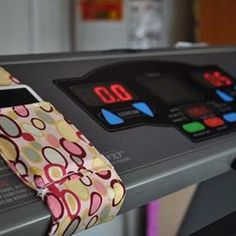 Treadmill iPod Holder {How-To}   How great is this????