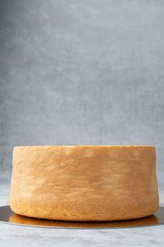 Tender, moist, tall Sponge cake full baking guide - Spatula Desserts Sponge Cake Recipes, Cookie Recipes, Victoria Sponge Cake, Base Recipe, Types Of Flour, Strawberry Cake Recipes, Walnut Cake, Wilton Cakes, Cookies