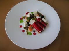 JHS * * * / Cannoli de betterave et mascarpone tomates et tapenade avec capres Gino D'Aquino