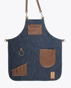 Classy high quality waterproof apron exclusive designed for bartenders. Cut from chest to mid-thigh, easy to clean and very comfortable. Bbq Apron, Chef Apron, Leather Apron, Sewing Leather, Jean Apron, Corset Sewing Pattern, Towel Apron, Cool Aprons, Sewing Aprons