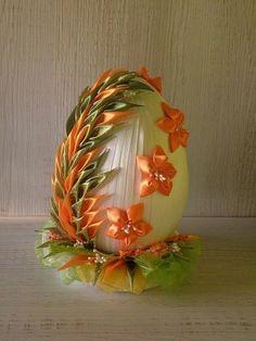 Фотография Quilted Ornaments, Fabric Ornaments, Holiday Ornaments, Fondant Flower Tutorial, Kanzashi Tutorial, Ribbon Art, Ribbon Crafts, Egg Crafts, Easter Crafts