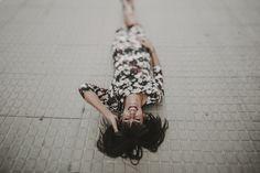 retrato chica - portrair girl - wall - floor - dress - sevilla - perspective