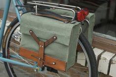 Swiss Army Bicycle Bike Pannier Bag (Pair) - dit is hoe dan ook te schoon om te laten hangen, maar dat systeem met dat ijzertje: je zou er toch makkelijk een slotje door kunnen halen en dan blijft alles erin veilig. Waarom maakt niemand fietstassen met een slot?!?