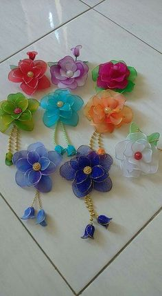 Flowers made using nylon.  Aren't they gorgeous?!