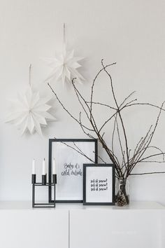 Wohnzimmer im Advent // Papiersterne DIY deko minimalistisch Let's Get Your Holiday Mood On Black Christmas, Simple Christmas, Christmas Diy, Xmas, Minimal Christmas, Decoration Design, Decoration Table, Decoration Crafts, House Decorations