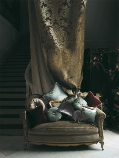 Gorgeous pillows and love seat. Fabrics from the @Lizzo Ducale Collection | Lizzo.net