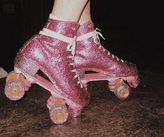 Discovered by tonia_gp. Find images and videos about pink, girls and vintage on We Heart It - the app to get lost in what you love. 70s Aesthetic, Aesthetic Vintage, The Wombats, E Skate, Estilo Indie, Roller Disco, Skater Girls, Roller Skating, Miranda Kerr