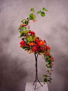 New Garden Club Journal a traditional floral design - hogarth curve flower arrangement