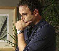 """16 januari 2012: Professioneel. Foto: Paul Adelstein als Dr. Cooper ''Coop"""" Freedman, kinderarts in de serie Private Practice, die op de vraag hoever hij als vader gaat in participatie verzuchtte ''If only I had boobs''."""