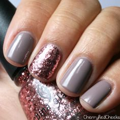16 Best Ideas for manicure grey pink essie Rose Gold Nails, Pink Nails, Grey Gel Nails, Shellac Nails Glitter, Christmas Shellac Nails, Pink Sparkle Nails, Gold Sparkle, Hair And Nails, My Nails