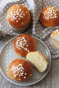 Brioche au sucre Lignac3 French Patisserie, Recipe For Success, Yeast Bread, Sweet Bread, Food And Drink, Biscuits, Healthy Recipes, Cooking, Breakfast