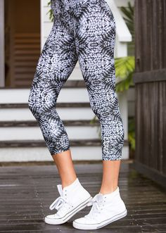 Get your body into shape with this Utopia Core Ankle Biter Tight - http://fitnessmania.com.au/shop/lorna-jane/utopia-core-ankle-biter-tight/ #ClothingAccessories, #Exercise, #Fitness, #FitnessMania, #Gear, #Gym, #Health, #LornaJane, #Mania, #Women