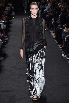 Ann Demeulemeester Spring 2016 Ready-to-Wear Fashion Show
