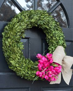 We've got snow on the ground and predictions of over a foot more coming our way early next week 🙀 but my house thinks it's spring! Loving the new boxwood wreath on our front door and can't wait for when it warms up enough to fill my outdoor planters with flowers 🌷. You can find a link to my wreath and other spring wreath favorites here 👉🏻 http://liketk.it/2qFnr or on the Shop page of my blog (click the link in my profile and then the Shop tab). Enjoy your Saturday! #liketkit…