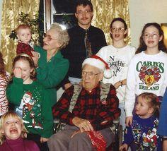 20 Terrifyingly Awkward Holiday Portraits