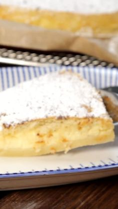 Ein Teig – drei Schichten: Dieser Zauberkuchen ist ein echter Hit auf jedem Kuch… One dough – three layers: This magic cake is a real hit on every cake buffet. Tip: make a stick sample so that the consistency is right. Easy Cake Recipes, Easy Desserts, Baking Recipes, Cookie Recipes, Dessert Recipes, Dessert Simple, New Cake, Pumpkin Spice Cupcakes, Food Cakes
