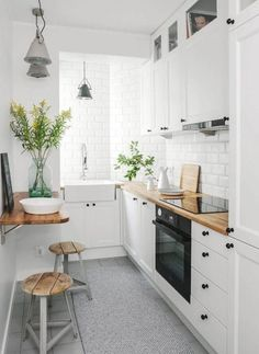 L-shaped kitchenshave a practical and desirable layout, and thesekitchen conceptsshow the best way to make yourL-shape kitchenwork at its finest and look its best. #lshapedkitchenlayout