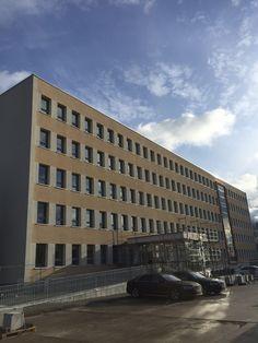 Brandenburgs Innenminister Karl-Heinz Schröter stellte die neue Außenstelle der Erstaufnahmeeinrichtung für Asylbewerber in Frankfurt (Oder) Anwohnern vor.