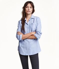 Long, straight-cut shirt in cotton fabric. Long sleeves, chest pocket, and a gently rounded hem with slits at sides. Slightly longer at back.
