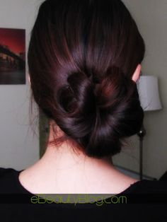 Easy to to yet very stylish bun!    http://www.ebeautyblog.com/2008/05/cute-sidebun-hairstyle-in-under-10.html