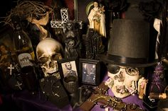 Altar of Baron Samedi and Maman Brigitte courtesy of The Vodou Store! Voodoo Halloween, Voodoo Party, Samhain Halloween, Halloween 2019, Baron Samedi, Bad Spirits, Love Spell That Work, Voodoo Hoodoo, Witch Doctor