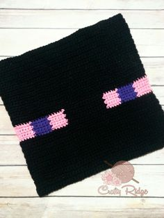 Know someone who's obsessed with Minecraft? Catch this Crochet A Long (CAL)! This is the Enderman, one of the scariest teleporting creatures in Minecraft. Minecraft Crochet Patterns, Minecraft Pattern, Crochet Pillow, Crochet Blanket Patterns, Knitting Patterns, Crochet Blankets, Minecraft Blanket, Diy Xmas Gifts, Quick Crochet