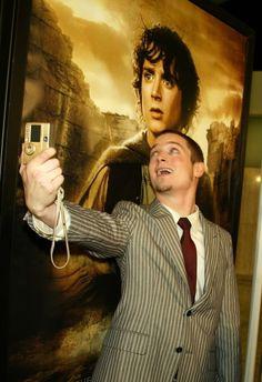 """The """"Selfie of myselfie"""" starring Elijah Wood"""