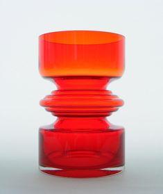 "NANNY STILL - Glass vase ""Tiimalasi"" 1442 (Hourglass) designed in 1970 for Riihimäen Lasi Oy, in production Finland. 18 cm, Ø 10 cm]"