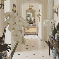 Gorgeous Paris inspired black and white hallway with marble stone floor and orch. Gorgeous Paris inspired black and white hallway with marble stone floor and orchids by Enchanted Ho Tiled Hallway, Hallway Flooring, Country Hallway, Country Decor, Country Chic, Black And White Hallway, Blogger Home, House Ideas, Enchanted Home