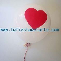 Globo blanco con corazón rojo de San Valentín