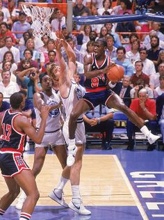 Michael Jordan for Team USA. This was also a Sports Illustrated cover. Kobe Bryant Michael Jordan, Michael Jordan Photos, Michael Jordan Washington Wizards, Sports Stars, Jordan Bulls, Air Jordan, Jordan Shoes, Jordan Videos, People
