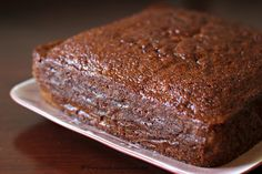 An ultra moist, lightly spiced & delicious ginger cake that serves as a perfect festive cake or even as a tea time treat all year round! Baking Tins, Baking Recipes, Cake Recipes, Dessert Recipes, Desserts, Frosting Recipes, Food Cakes, Cupcake Cakes, Cupcakes