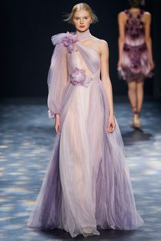 Marchesa Autumn / Winter 2016 AW16- New York Fashion Week NYFW - Go back to 2014 Pantone said radiant orchid as the color of the Year. Tull, asimetric dress and two flowers, no more