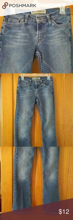 sz 2 American Eagle Outfitters women's jeans very cute. 100% cotton AE women's jeans.size 2. cute stitching on the bottom cuff.please see all pics. American Eagle Outfitters Jeans Boot Cut