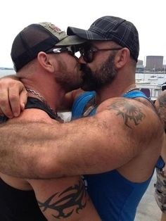 Love has no gender and being gay is a blessing. Men Kissing, Muscle Bear, Daddy Bear, Bear Men, Gay Couple, Hairy Men, Hairy Hunks, Man In Love, Male Beauty