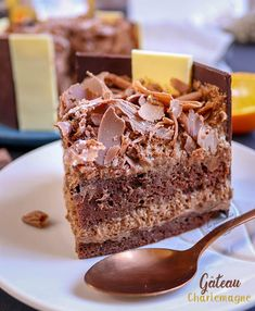 The Charlemagne: chocolate and praline cake Easter Drink, Easter Snacks, Easter Recipes, Praline Chocolate, Praline Cake, Chocolate Cake, Mini Desserts, Just Desserts, Nutella Funny