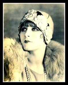 femme des années folles, années 20, Peinture Opale Isis