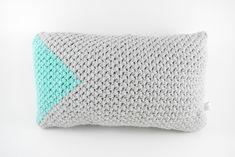 Crochet cushion, grey-mint.